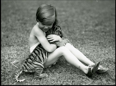 girl-with-tiger-cub